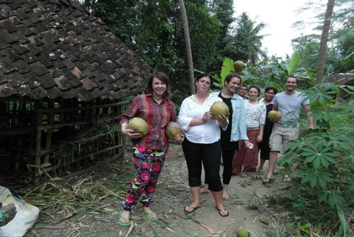 Community Volunteering Projects in Indonesia