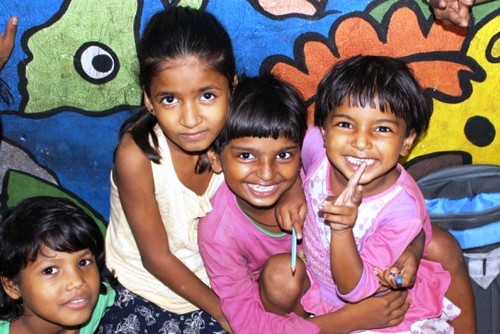 Volunteer with street children in India