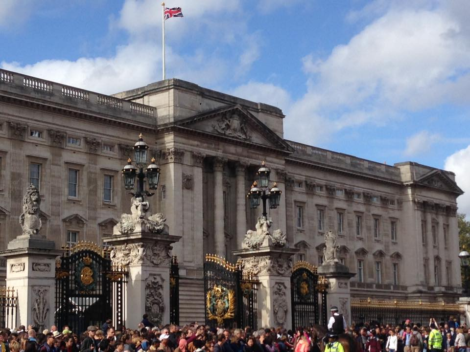 How to Visit & Travel the UK on a Budget