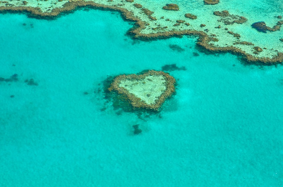 10 Tips How to Find Love When Travelling