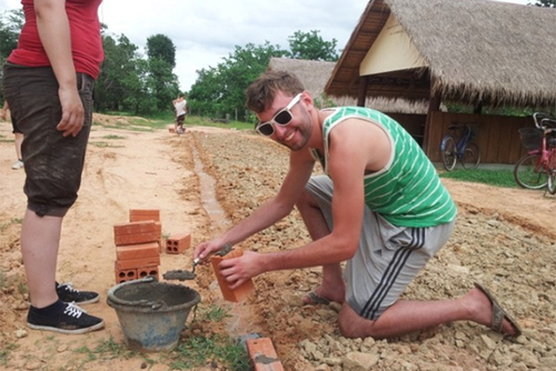 CAMBODIA: Community Development, Construction, Maintenance Volunteering in Samraong