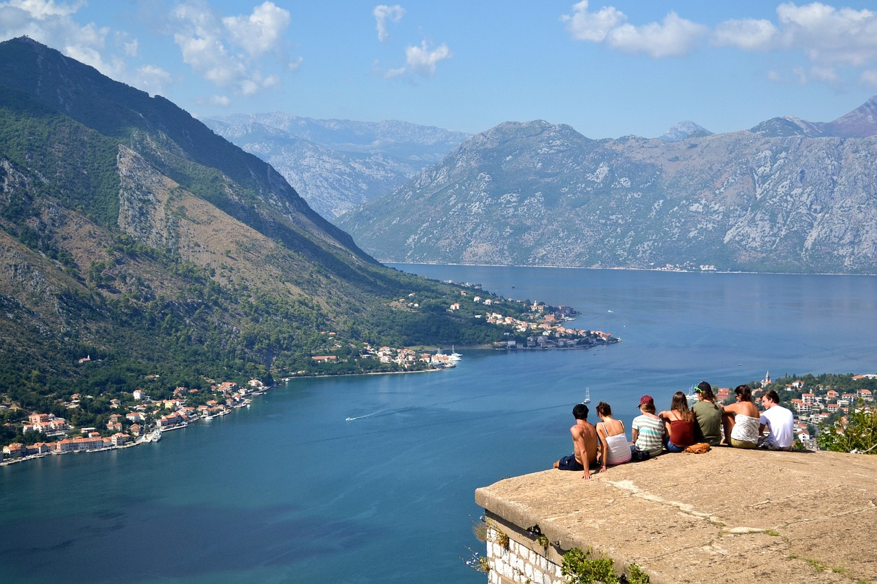 Best Tour Companies for 18-30 Somethings