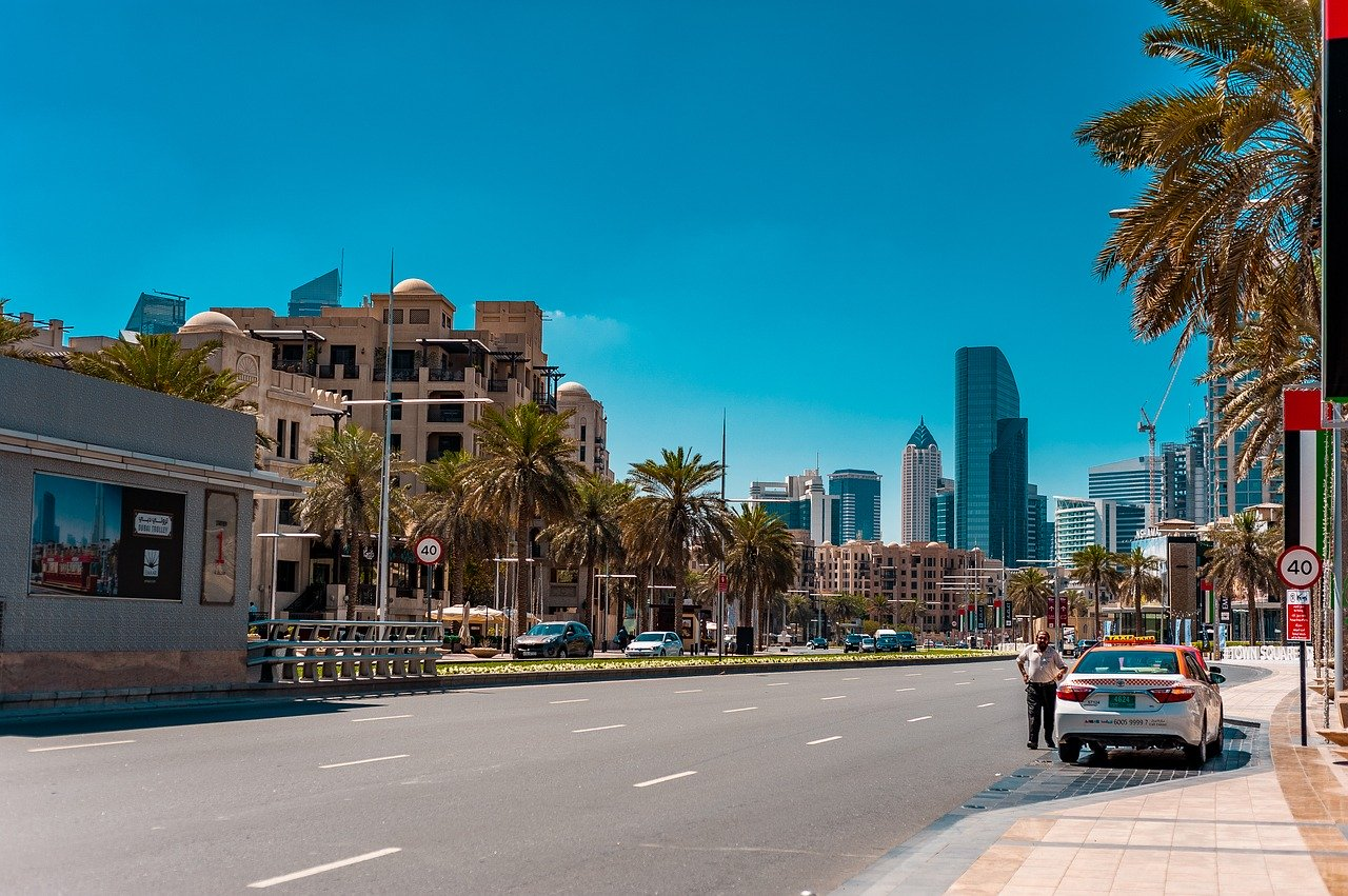 Top Tips for Renting a Car & Driving in Dubai