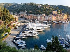 Top 10 Reasons To Enjoy a Yacht Rental This Summer