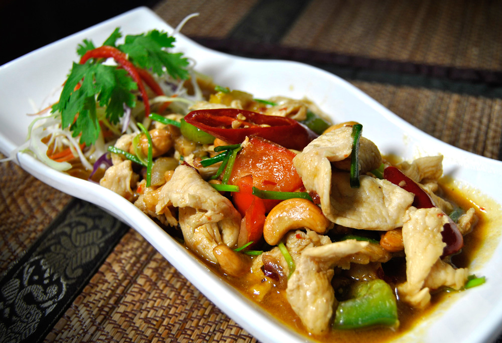 Must Things to Eat in Thailand - gai-pad-med-ma-muang
