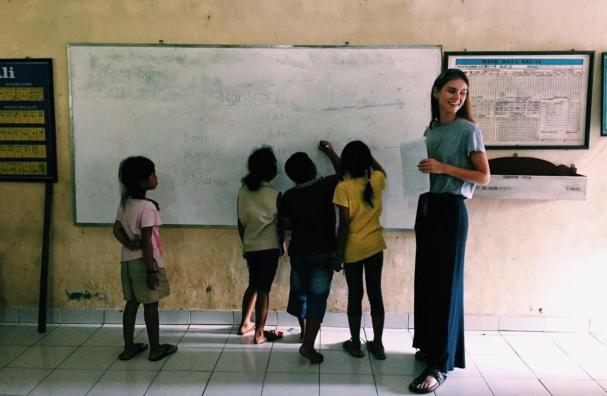 Bali volunteer teaching IVHQ