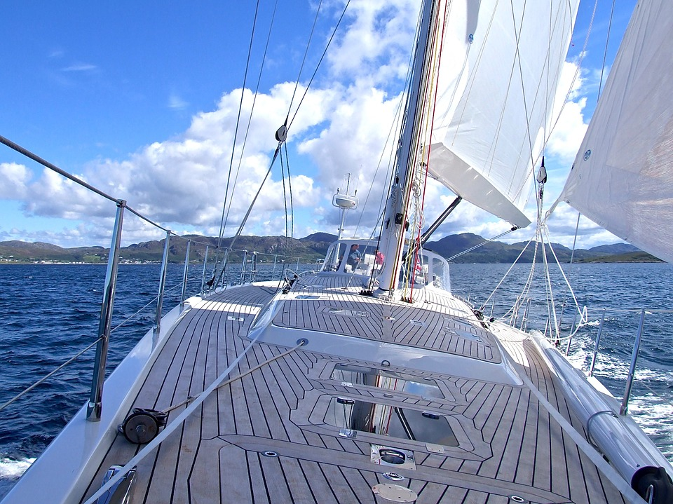 Sailing holidays environmental benefits