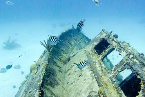 Wreck diving in Colombia